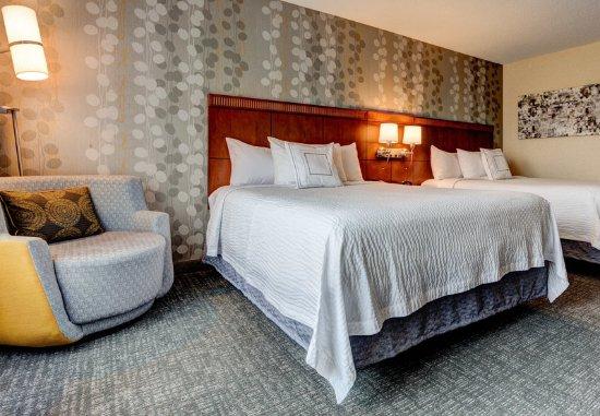 Hadley, MA: Queen/Queen Guest Room