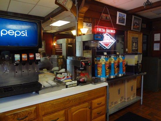 Rusty's BAR-B-Q: Drink station