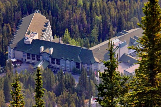 Rimrock Resort Hotel: The hotel from the top of the cable car