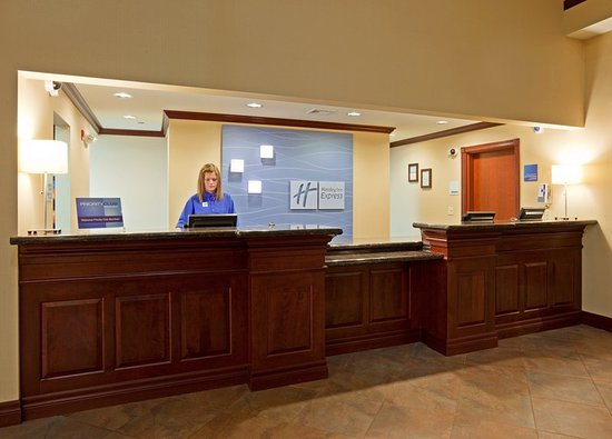 Holiday Inn Express Hotel & Suites Winona: Front Desk