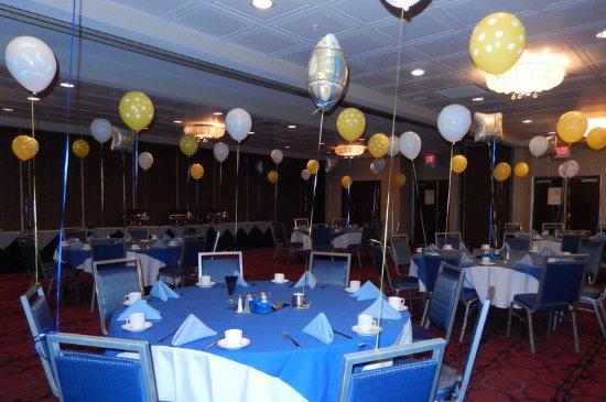 Kulpsville, Pensilvania: Platinum and Gold Rooms set up for a Baby Shower!