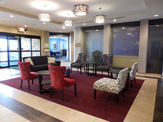 Kulpsville, Pensilvania: Enjoy modern seating in our lobby with a cup of coffee on us!