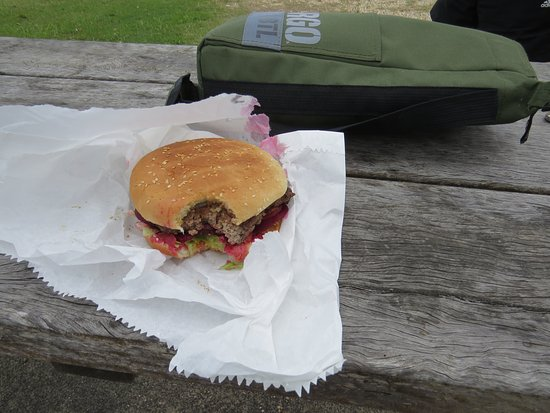 Red Rock, Australia: This is the burger, minus a mouthful.