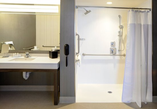 Muncie, IN : Accessible Guest Bathroom with Roll-in Shower