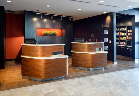 Muncie, IN: Front Desk