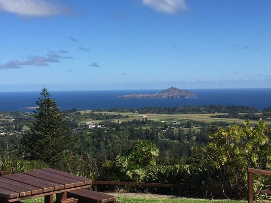 Norfolk Island, Australia: Great view of the airport, Phillip Island and Nepean Island
