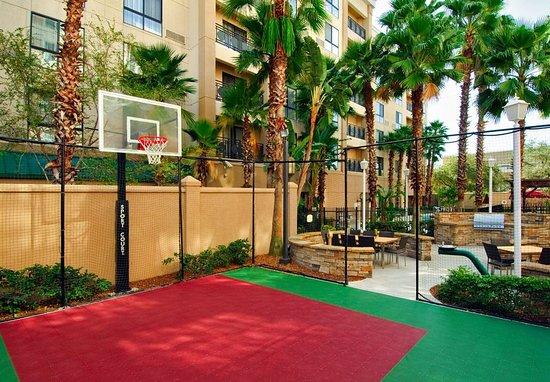 Courtyard Tampa Downtown: Outdoor Courtyard