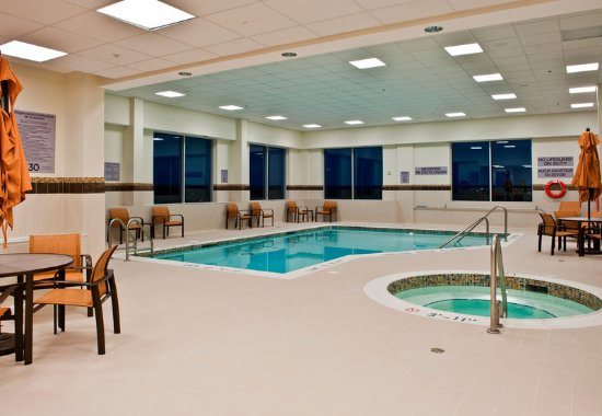 Courtyard Ottawa East: Indoor Pool