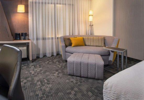 Largo, MD: LoungeAround Sofa