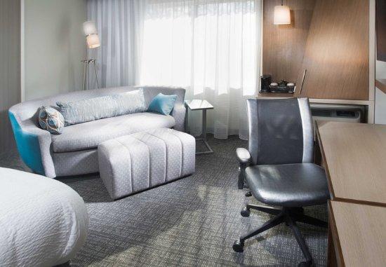 Largo, MD: Guest Room Work Desk