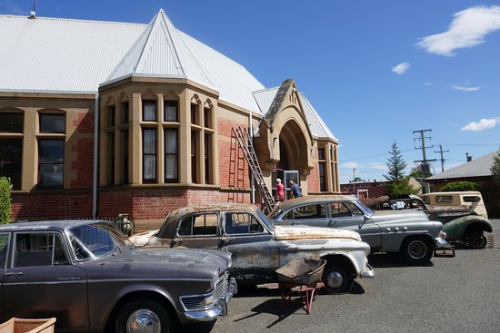New Norfolk, Australie : Interesting old cars for sale. The Buick was good.