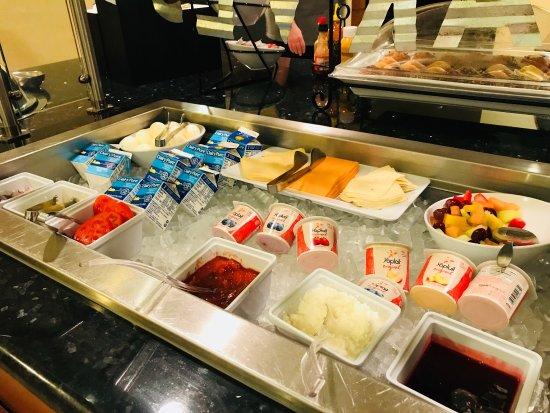 Staybridge Suites Tallahassee I-10 East: Free breakfast