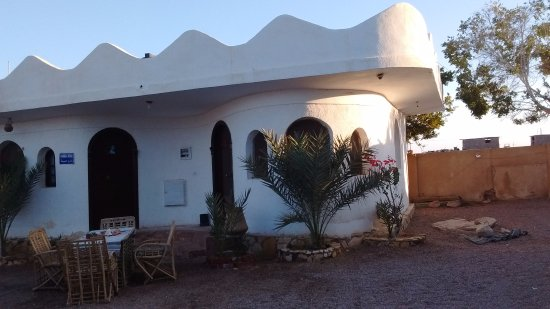 Habiba Beach Lodge: No. 1. Very quiet, light, airy room. Lovely design. Shady outside sitting area.