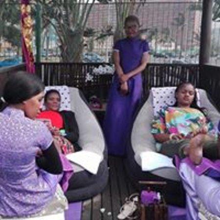 Patdee Foot Spa: Massage in the Park Team Ushaka