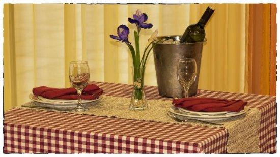 Vrlika, Chorwacja: decoration of table