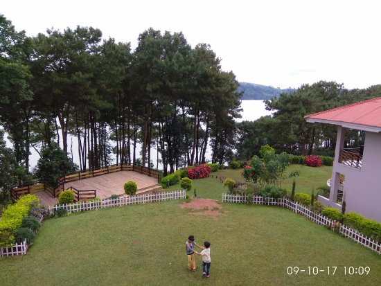 Orchid Lake Resort: View of the Lake & grounds from the Dining Room