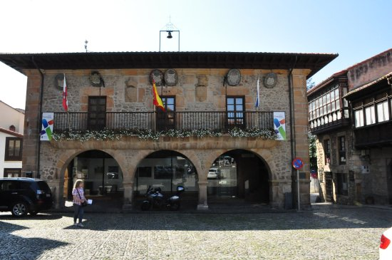 Comillas, Spanien: Front view.