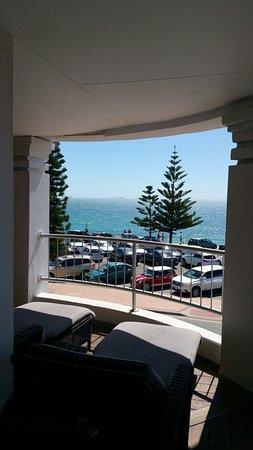 คอทเทสโล บีช โฮเต็ล: The best room :) Beach view balcony of the King Suite.