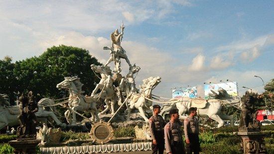 ตูบัน, อินโดนีเซีย: 印度教馬車神像外觀