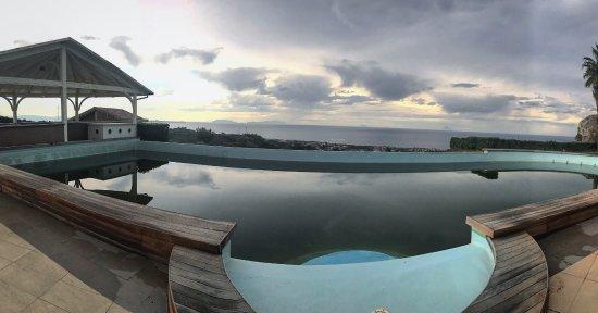 Hotel Il Parco Degli Ulivi : Vista dalla camera e vista dalla sala colazione
