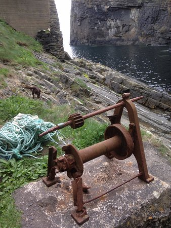 Rusting winch at Whaligoe Steps.