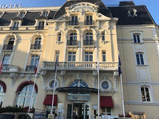 Suite victoria photo de le grand hotel cabourg for Chambre 414 grand hotel cabourg