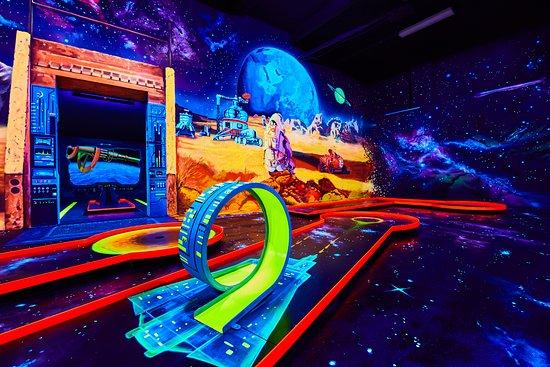 Neonis - 3D Blacklight Minigolf Budapest