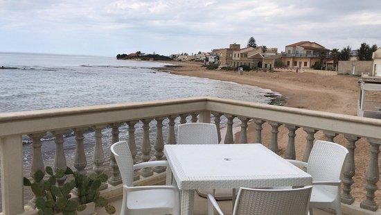 Punta Secca, Italy: balcone per la colazione