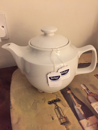 Berkswell, UK: Teapot in the room- nice touch!