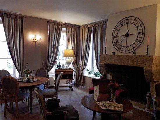 entree hotel arvor picture of hotel arvor dinan. Black Bedroom Furniture Sets. Home Design Ideas