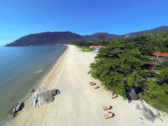 Khanom Hill Resort: beach in front of the resort