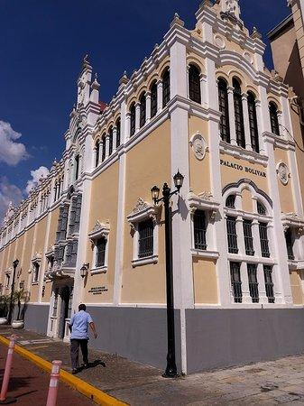 Casco Viejo: Palácio Bolivar.