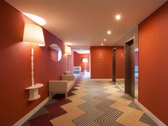 Lutecia Smart Design Hotel : Funky Floor Foyer