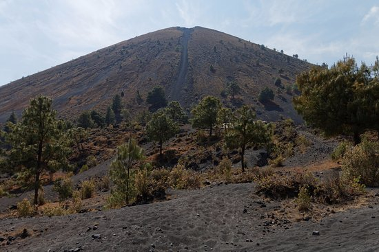 Paricutin Volcano: View of the volcano after the tax point. Descent path visible.
