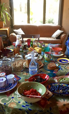 Woodstock, NY: Breakfast at the DeForest House, a symphony of color and deliciousness!