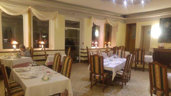 Celles-sur-Plaine, França: Restaurant