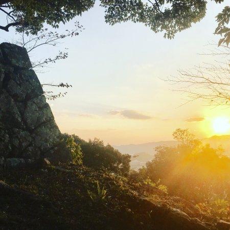Saiki, Japan: 続日本100名城にも登録された佐伯城です。 朝日を受ける山城を見てきました。