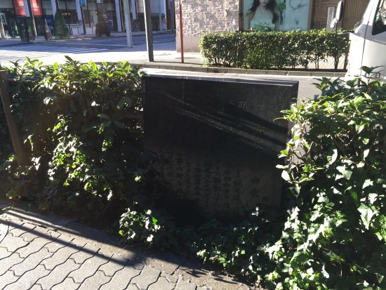 Ginza's Willow Origin Monument