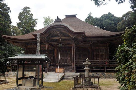 Honzanji Temple: 大ぶりな本堂だ