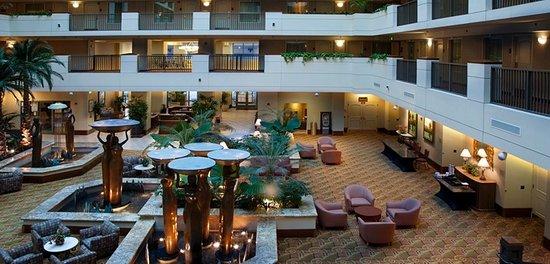 Embassy Suites by Hilton Sacramento - Riverfront Promenade: Lobby
