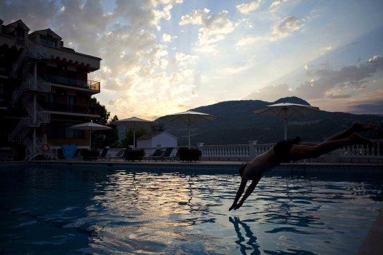 Cellers, İspanya: Atardecer en la piscina