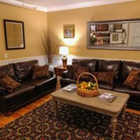 Thayers Inn: Guest Lounge