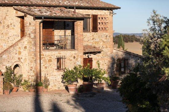 Monteroni d'Arbia, Italien: veduta dell appartamento dal parcheggio