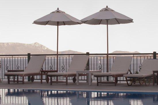 Aliki Hotel: pool area