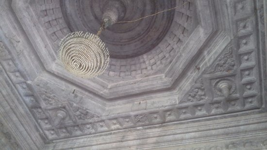 Moodabidri, India: Nicely carved celing