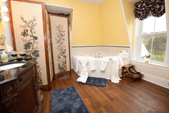 Chester, VT: Victoria suite Bath