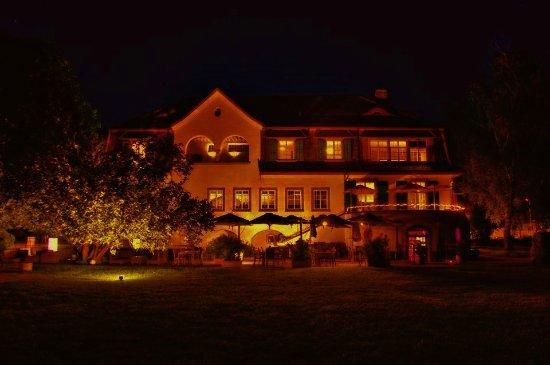 Stäfa, Suiza: Villa bei Nacht