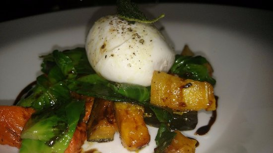 Driftwood Lodge: Loved this! Burrata Cheese with Roasted veggies, Brussel Sprout Petals, Crispy Sage and Vincotto