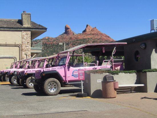 Pink Jeep Tours Sedona: Tons of jeeps