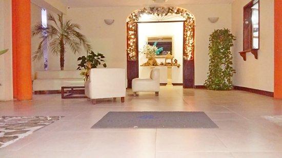 Hotel Maracas Inn Image